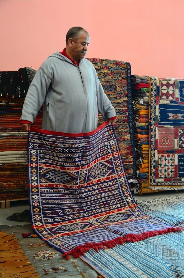 dans un magasin marocain de tapis image ditorial image du handmade couleur 39969720. Black Bedroom Furniture Sets. Home Design Ideas