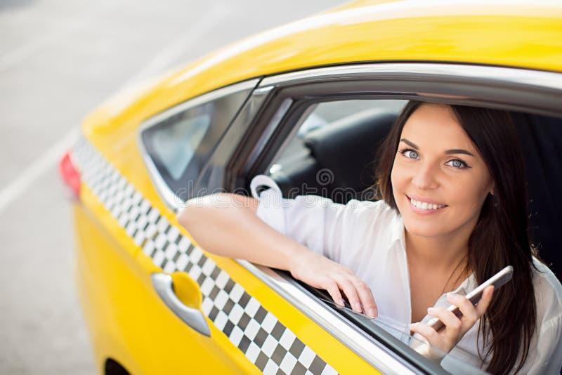 Dans un taxi images stock
