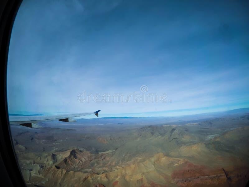 Dans un vol d'avion au-dessus de vallée du feu près de Las Vegas image stock