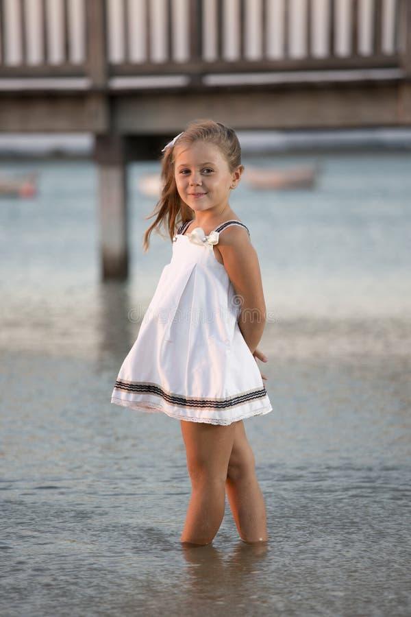 Dans une plage photo stock
