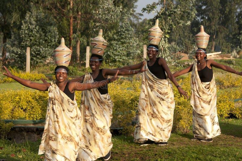 Dansa för Sacola stamkvinnor fotografering för bildbyråer