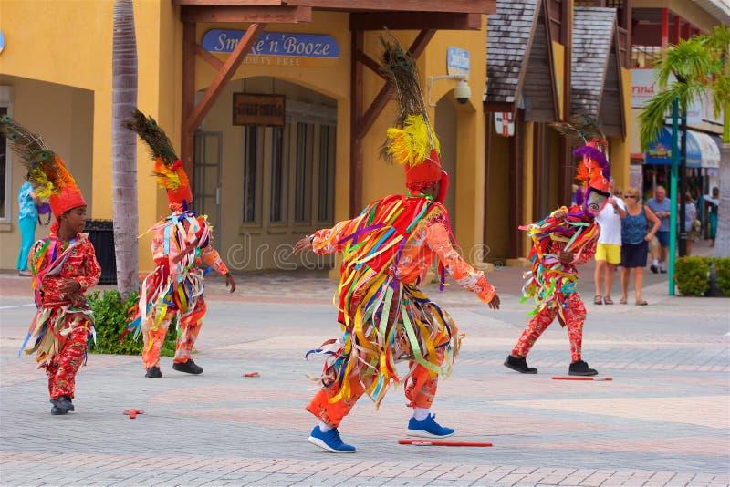 Dansa i St Kitts som är karibisk royaltyfri foto