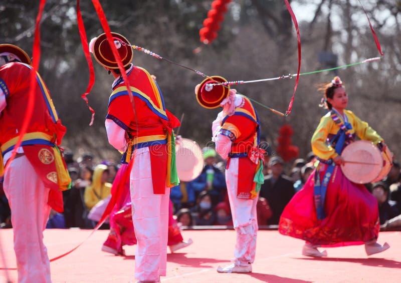 Dansa på kinesiskt nytt år fotografering för bildbyråer