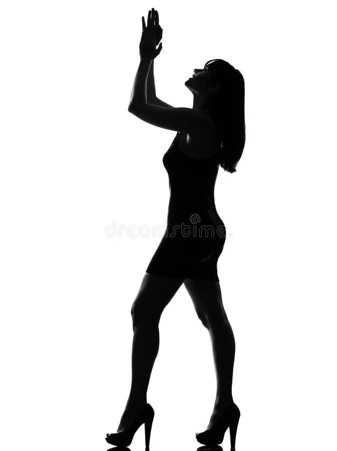 dansa stilfull kvinna för lycklig silhouette arkivbild