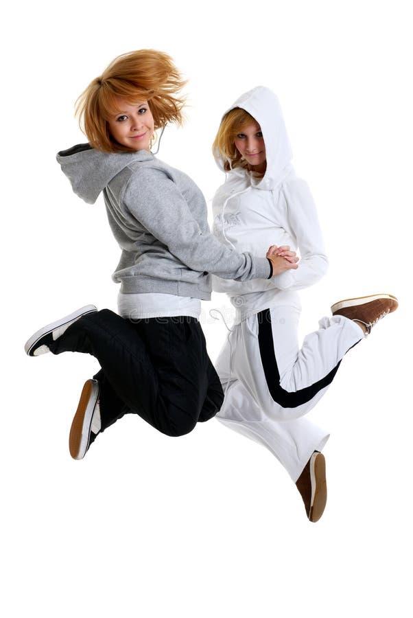 dansa två unga kvinnor fotografering för bildbyråer