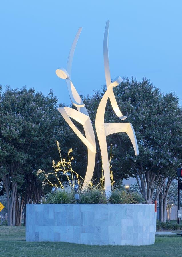 ` Dansar med stål` av Jerry Daniel, Hall Park, Frisco, Texas arkivbild