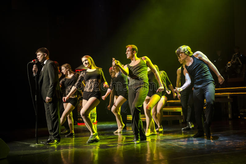 Dansare av Caro Dance Theatre utför på etapp royaltyfria bilder