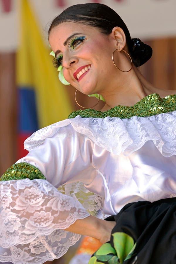 Dansare från Colombia i traditionell dräkt 2 royaltyfria foton