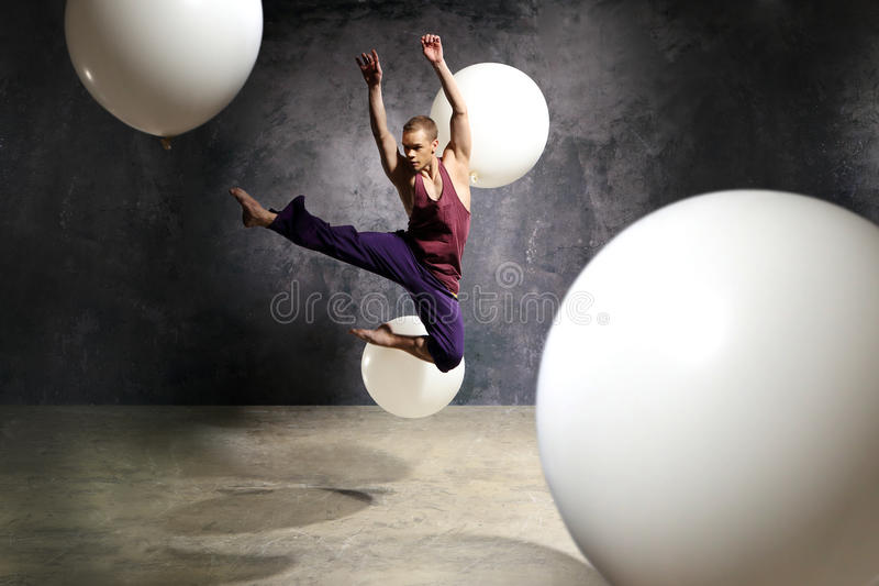 Dansare i hoppet arkivbild