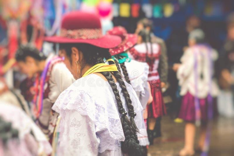 Dansare på den Sucre karnevalet i Bolivia arkivbilder