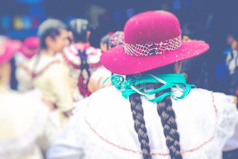 Dansare på den Sucre karnevalet i Bolivia royaltyfria bilder