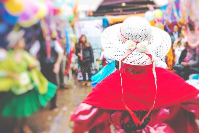 Dansare på den Sucre karnevalet i Bolivia arkivfoton