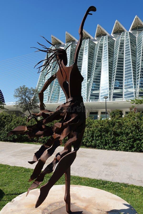 Dansare på staden av konster och vetenskaper i Valencia, Spanien fotografering för bildbyråer