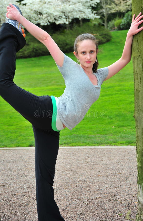 Dansare Stretching royaltyfria foton