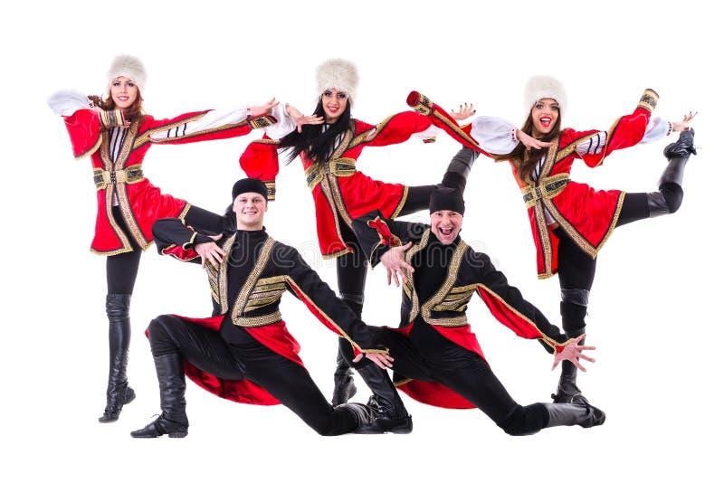 Dansarelag bärande folk Caucasian dräkter för en högländare royaltyfri fotografi
