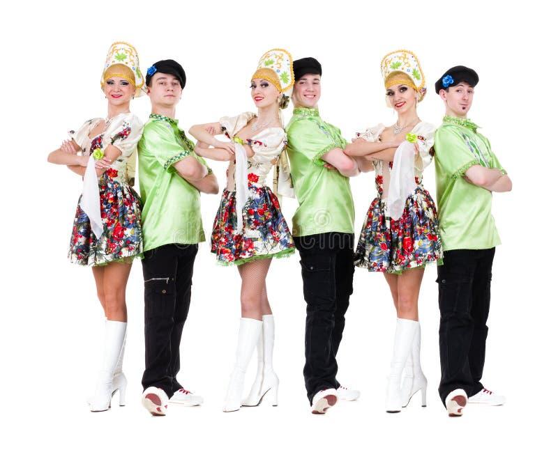 Dansarelag bärande folk dräkter för en ukrainare arkivfoto