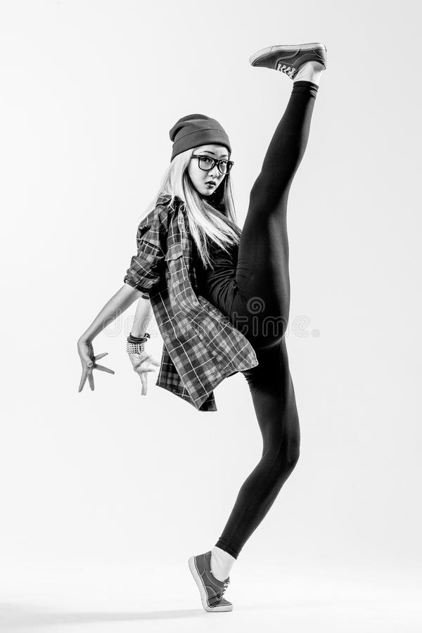 Dansaren i studio royaltyfria foton