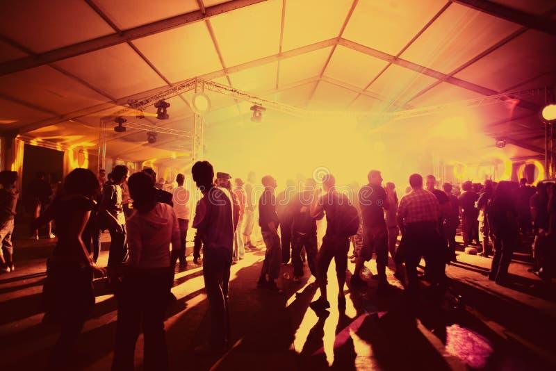 dansdeltagarefolk royaltyfri foto