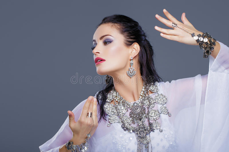 Danse arabe sexy de danseuse du ventre photos stock