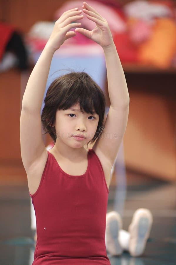 Danse asiatique de gosse photographie stock