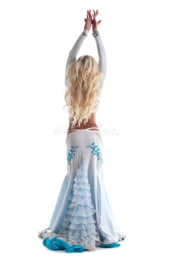 Danse blonde de femme dans le costume oriental   photo stock