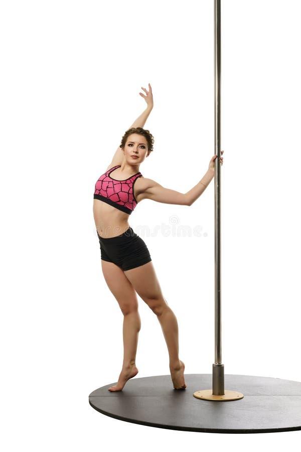 danse Brune gracieuse posant avec le poteau image libre de droits