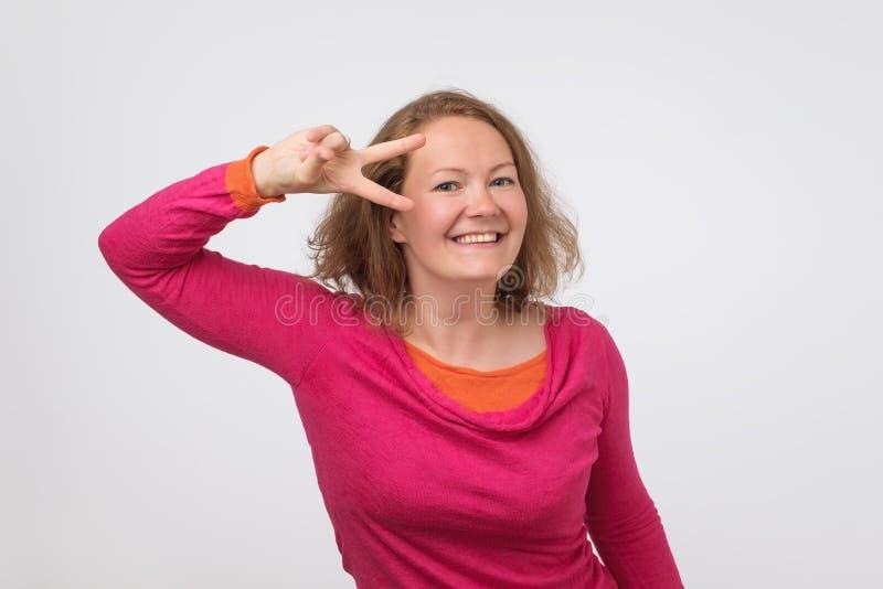 Danse caucasienne de femme photographie stock libre de droits