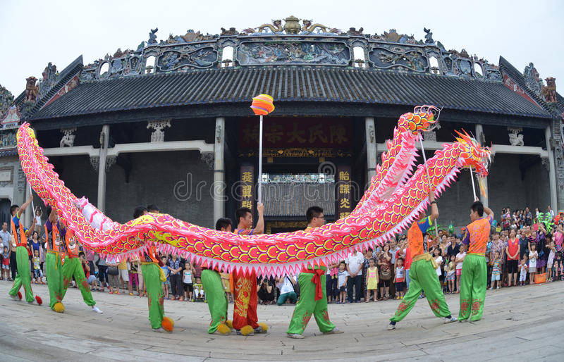 Danse chinoise de dragon photographie stock