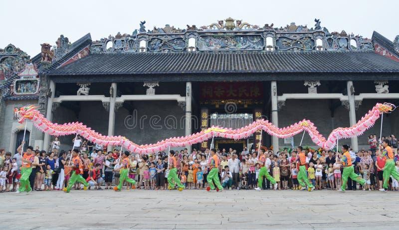Danse chinoise de dragon image stock