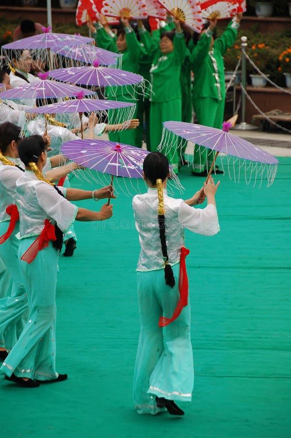 Danse chinoise de parapluie images libres de droits