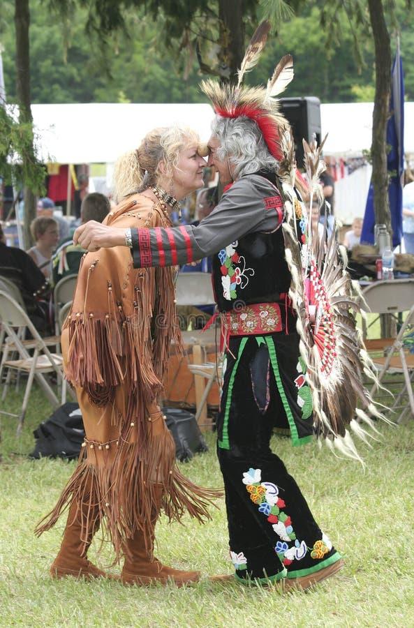 Danse d'homme et de femme avec une pomme de terre à la collecte de nations de Miami photos libres de droits
