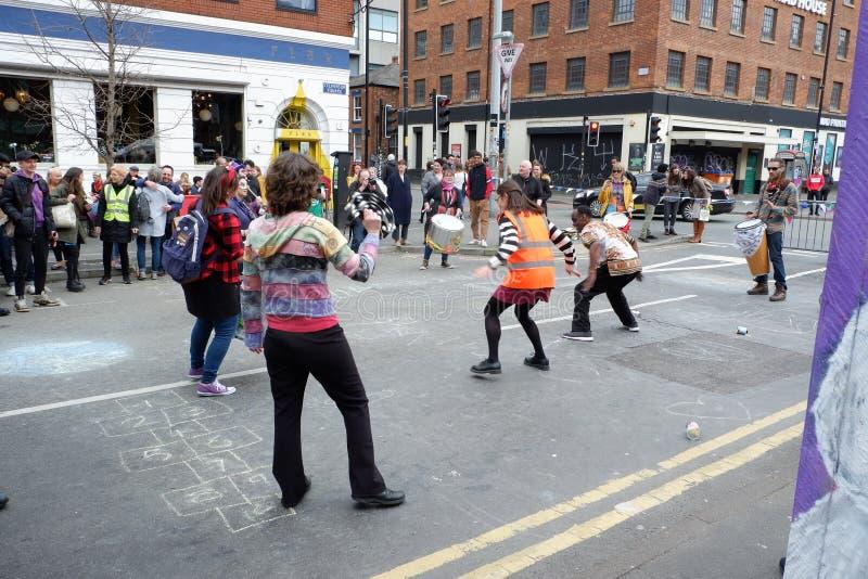 Danse dans la rue à la partie de rébellion d'extinction photos stock