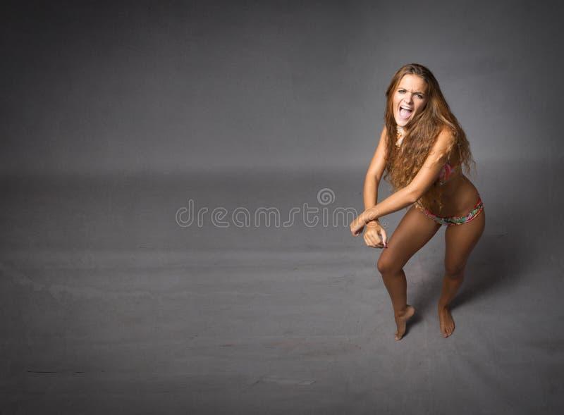 Danse dans le bikini photographie stock libre de droits