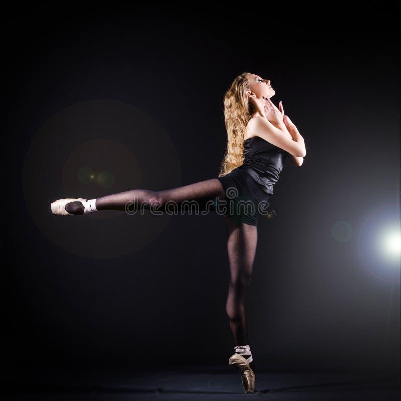 Danse de ballerine images libres de droits