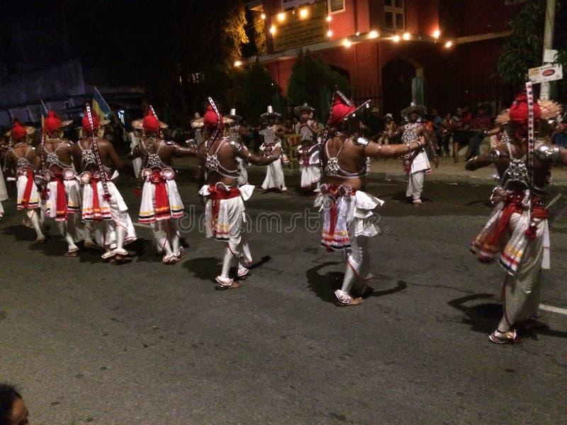 Danse de Kandyan dans le perahara photographie stock libre de droits