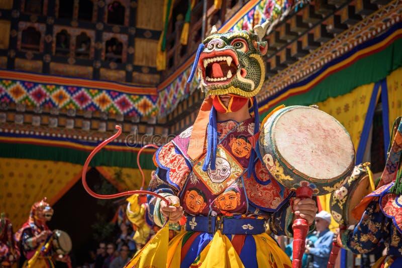 Danse de moine bouddhiste au festival de Paro Bhutan photographie stock libre de droits
