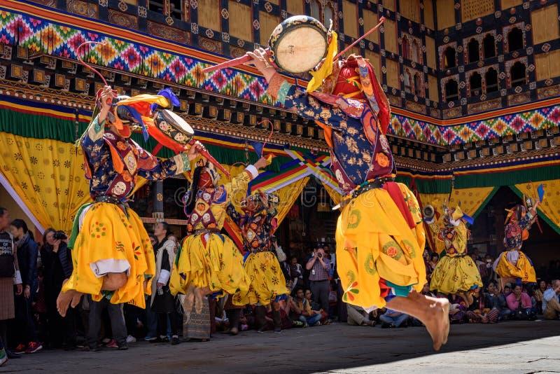 Danse de moine bouddhiste au festival de Paro Bhutan image stock