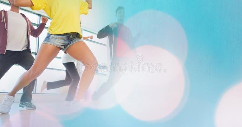 Danse de personnes et transition bleue de bokeh photographie stock