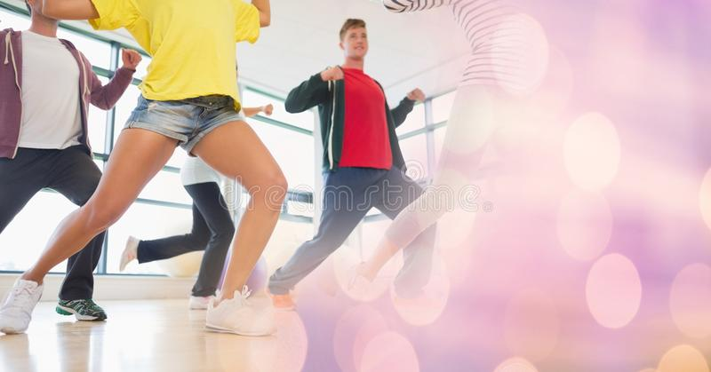 Danse de personnes et transition rose de bokeh photos libres de droits