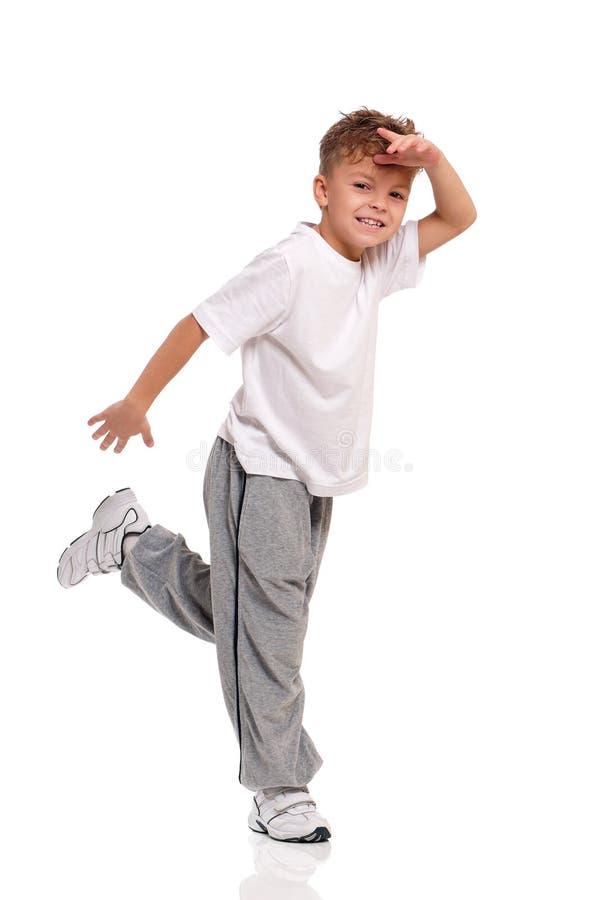 Danse de petit garçon sur le blanc images stock