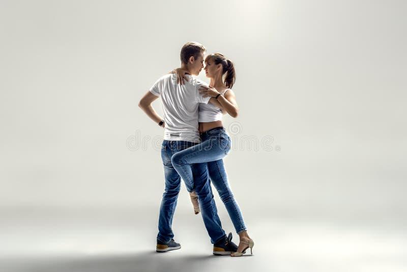 Danse del sociale di dancing delle coppie fotografie stock libere da diritti