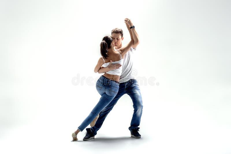 Danse del sociale di dancing delle coppie immagine stock