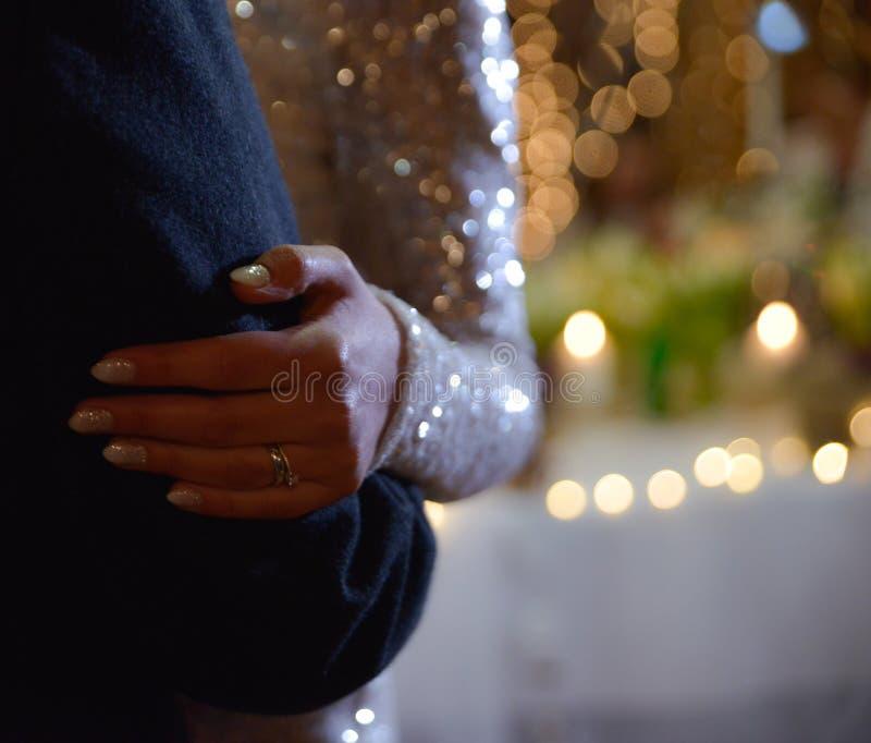 danse des jeunes mariés photographie stock libre de droits