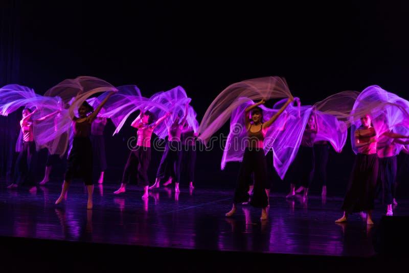 Danse en périodes préoccupées 5--Âne de drame de danse obtenir l'eau photographie stock libre de droits