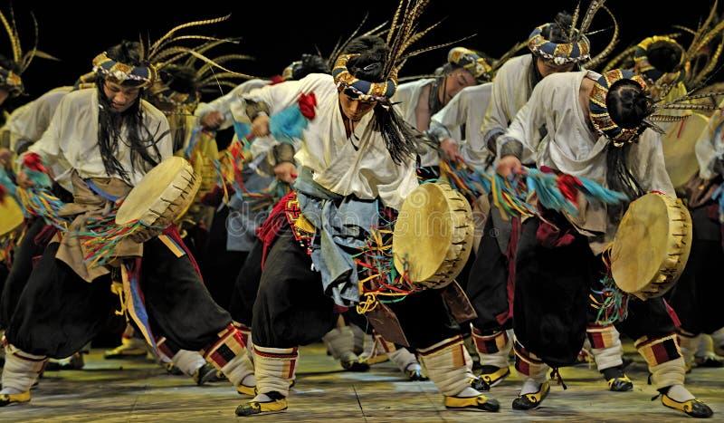 Danse ethnique chinoise de Qiang photo libre de droits