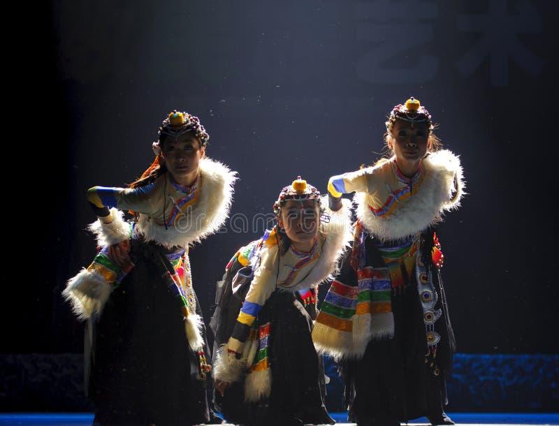 Danse ethnique tibétaine chinoise photographie stock
