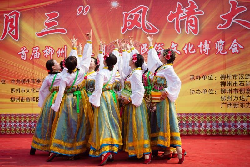 Danse ethnique tibétaine chinoise images libres de droits