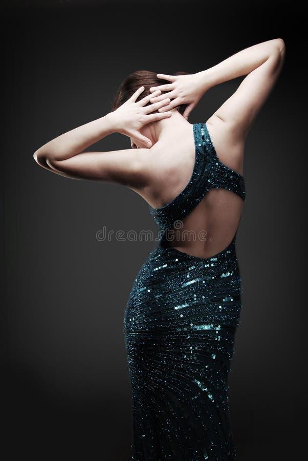 Danse fascinante de femme photographie stock libre de droits
