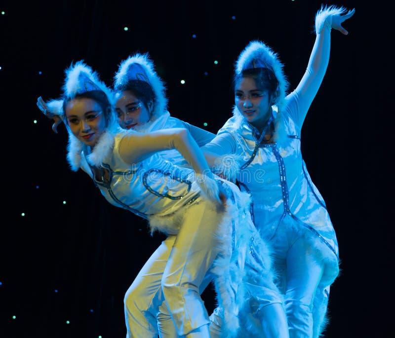 Danse fille-moderne de chat photo stock