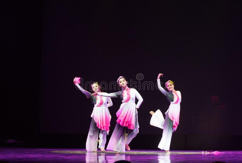 Danse folklorique danse-chinoise de maniement de l'épée photo stock